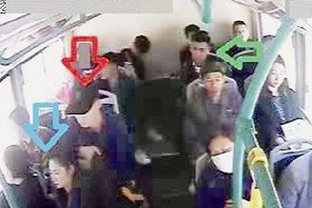 厦门19岁小伙公交车上智擒小偷 录像取证并密切观察