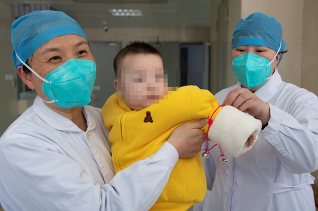 闽最小确诊新冠肺炎患者母亲口述 陪宝宝隔离的这15天