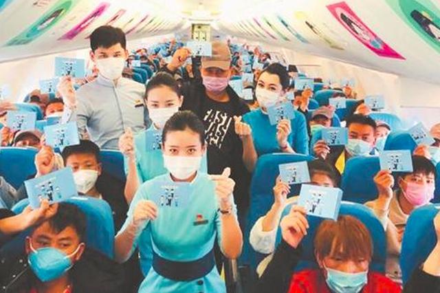 """包机直飞""""第二故乡"""" 泉州180名云南籍员工坐包机回泉"""