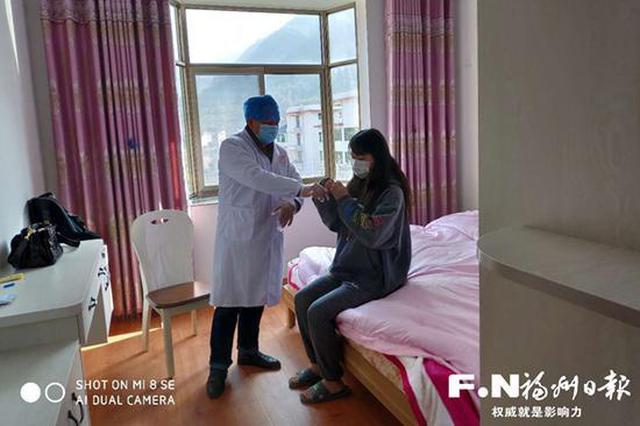 """福州52岁村医""""暴走""""过春节 每天到三个村庄测体温"""