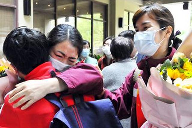 榕首批14名支援湖北医疗队员结束集中休养与家人团聚
