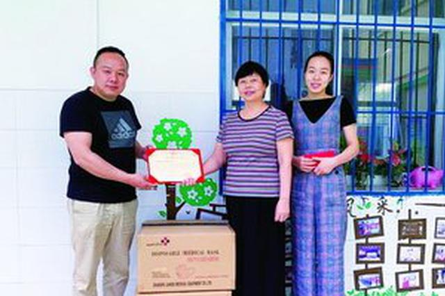 厦门热心市民募集数十万只口罩捐给学校