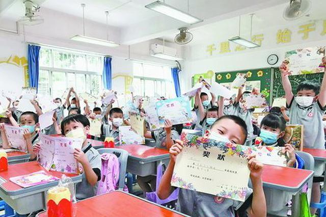 厦门13万余名小学一二年级学生复学 有人忘了教室位置