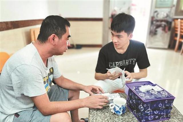 泉州男生高考考642分高分 父亲患尿毒症想停药攒学费