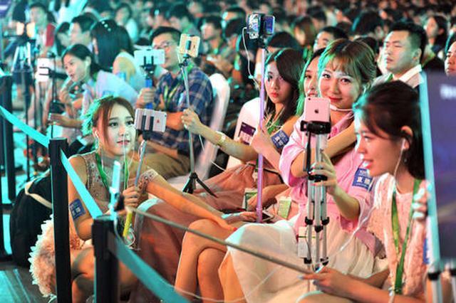 熊孩子打赏主播6天花了3万余元 漳州民警介入平台退钱