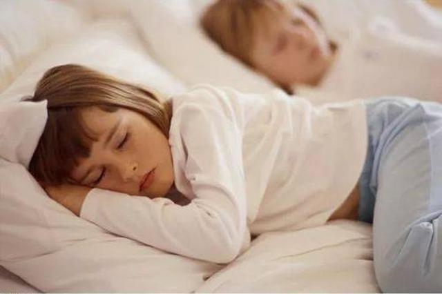 泉州一幼童不午睡右脸被打肿 幼托机构:打人老师已开除
