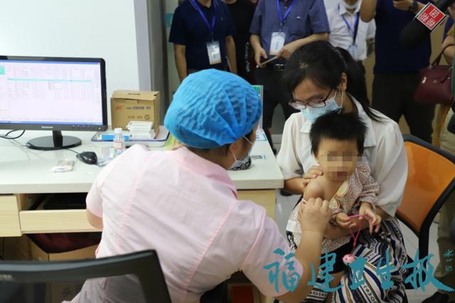 福建首针国产13价肺炎球菌结合疫苗在福州接种