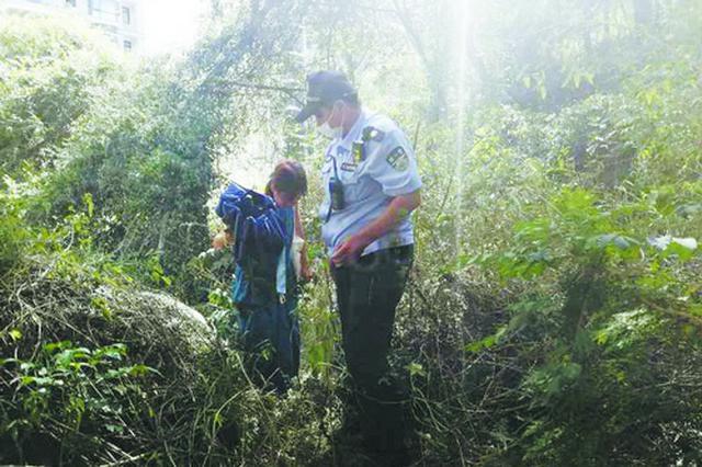 厦门一女子爬山散步迷路走进一片墓地 民警循定位解救
