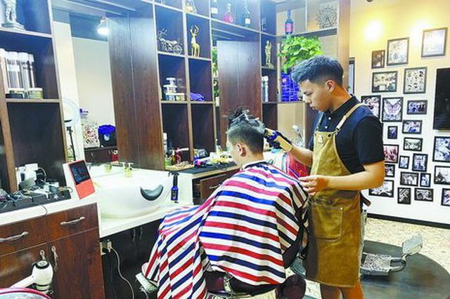 厦门男士复古油头理发店走红 可理发烫发剃须修面