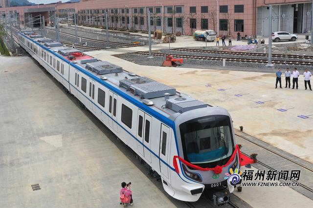 """福州地铁6号线迎来首列车 主打""""海丝蓝""""车速更快"""