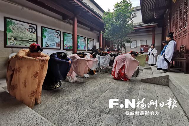 尊师重教同庆华诞 拜师礼展示亮相福州文庙
