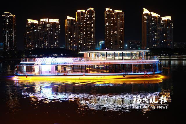 """闽首艘新能源游船在福州启航 呈""""江上水晶宫殿""""样式"""