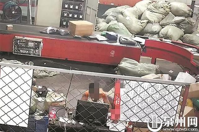 晋江一男子深夜光膀子溜进快递公司 装成工人偷手机