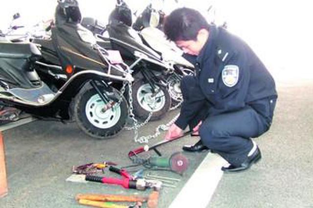 泉州惠安一男子太猖狂 在派出所门口连偷两车
