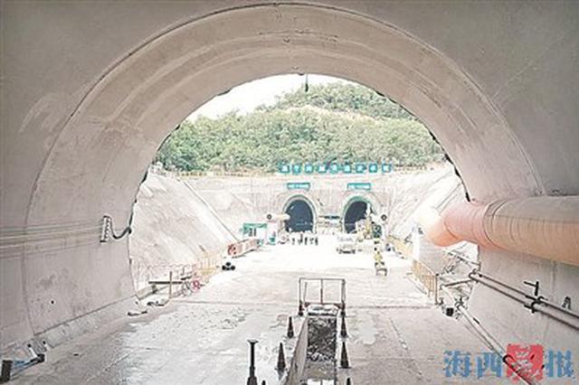 福厦高铁新刘塘三号双线隧道贯通