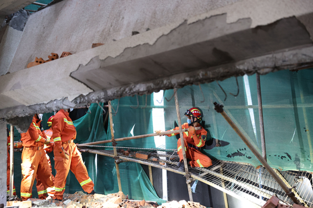 厦门台湾山庄一幢别墅装修中发生坍塌 致3人被埋压