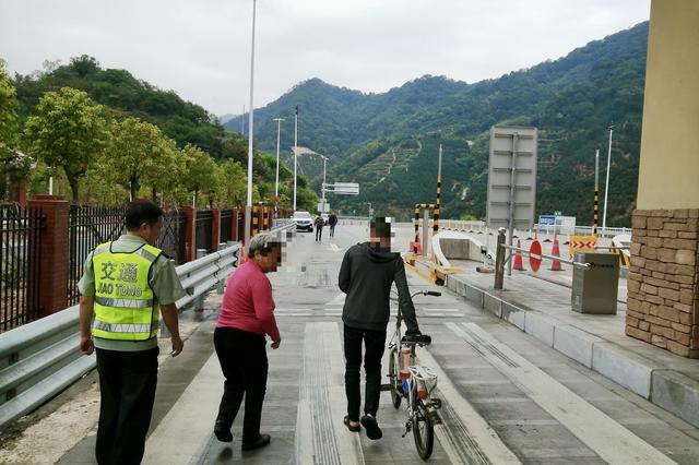 漳州:暖心救助智障青年,帮助其顺利回家