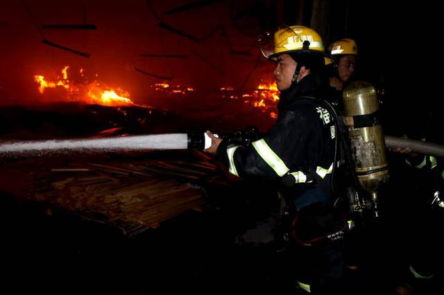 厦门政府专职消防员陈再雄荣膺第五届全国119消防先进个人