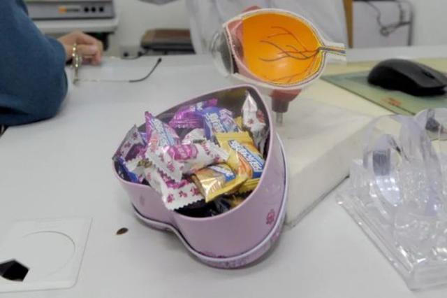 暖心!福州医生一年发出5斤糖果救下4人!