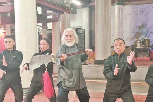 导演张纪中到泉州永春讨教白鹤拳 将拍成电影