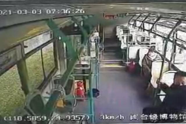 泉州:公交司机突发心脏病 强忍病痛停车让乘客先离开