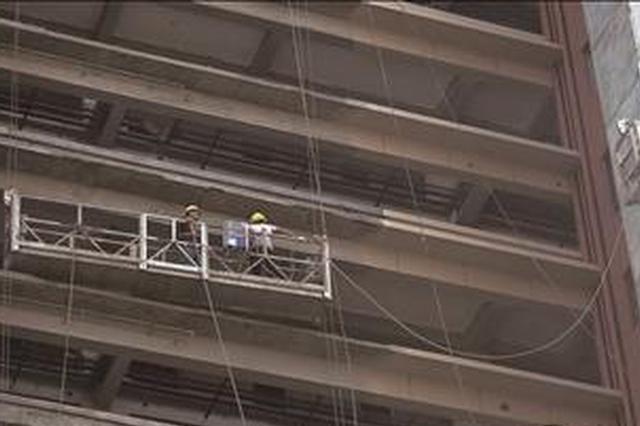 钢丝绳打结无法升降 漳州2工人被困14楼高空吊篮