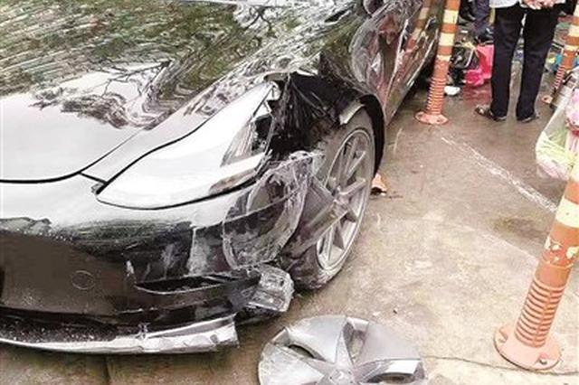 """""""厦门一特斯拉撞倒电动车致4伤""""续:被撞3岁男童需"""