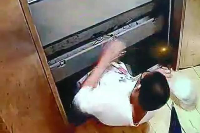 福州一小区电梯故障 13岁男孩不幸坠亡