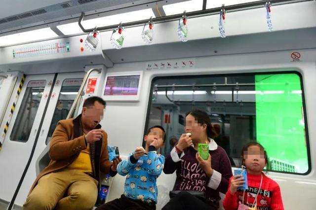 """福州将在全市公交、地铁试点推行""""清静车厢"""""""