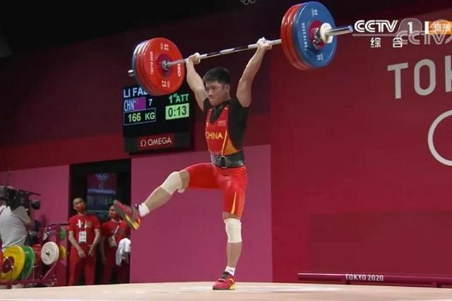 南安李发彬勇夺男子61公斤级举重决赛金牌