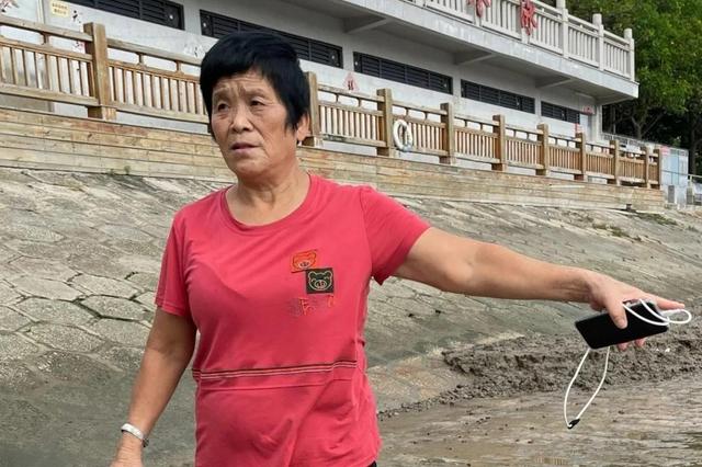 泉州69岁阿姨救下溺水男子 人民日报头条表扬