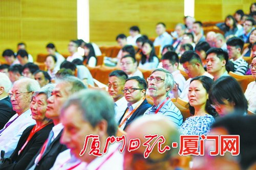 与会嘉宾中有不少中外专家学者。(本组图/本报记者 林铭鸿 摄)