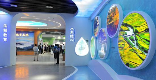 与会者参观戴云山生态博物馆