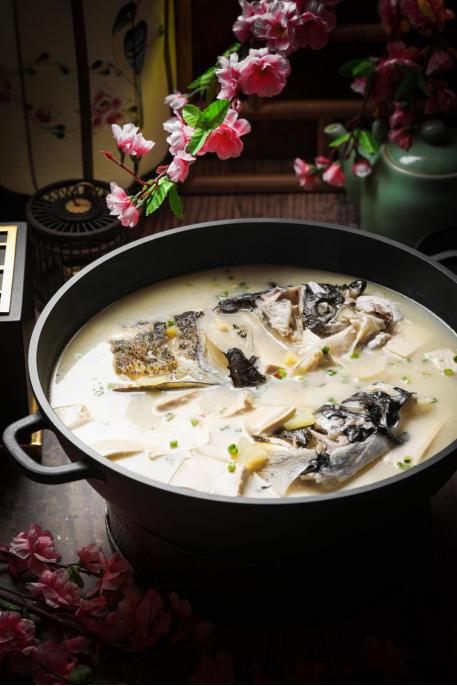 柴火鱼头烩豆腐