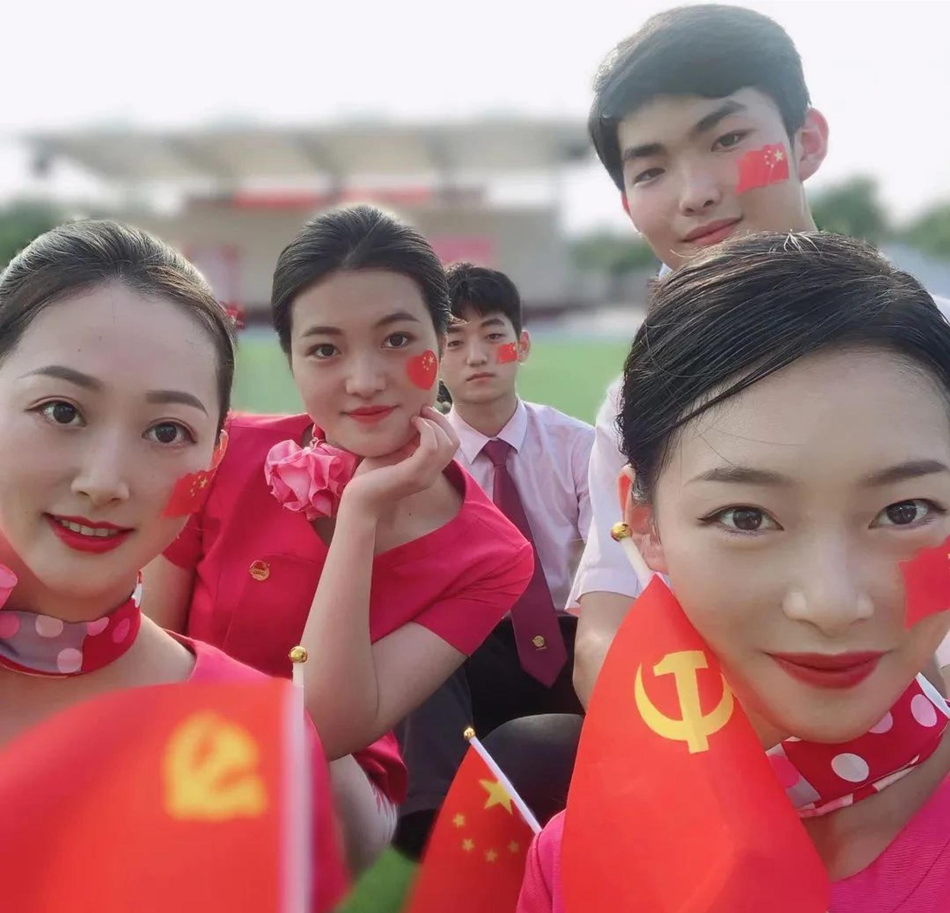 青春心向党,红歌颂芳华