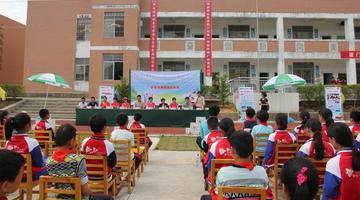 漳州平和百余名学生受赠免费牛奶