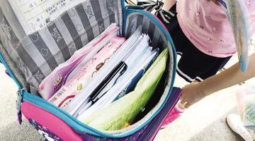 厦门小学生书包重量爆表负重前行
