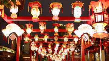 晋江五店市传统古街区花灯璀璨闹元宵