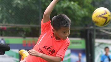 福州9岁足球小子被恒大足校录取