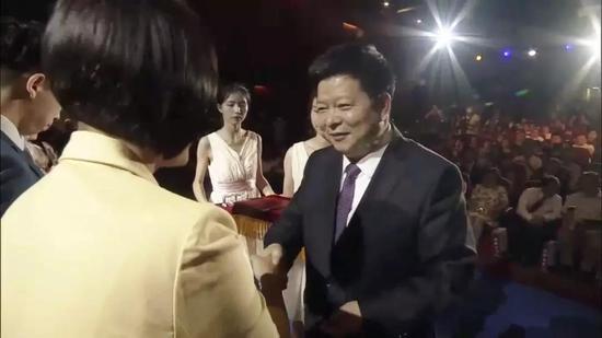 中共中央台办、国务院台办副主任龙明彪观看了本次故事汇展演并为获奖者颁奖。
