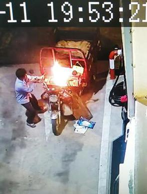 加油站车辆意外自燃
