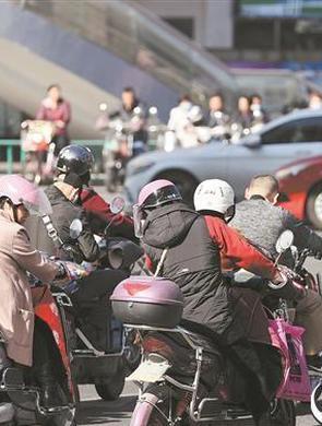 泉州中心市区骑电动车须戴头盔