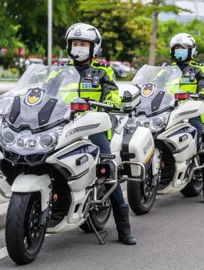 福州首支女子骑警队
