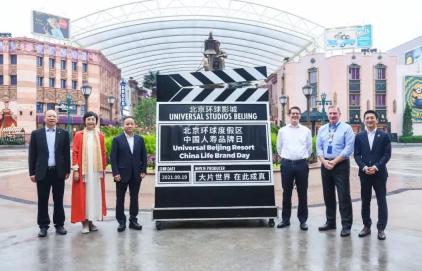 中国人寿小画家公益画展首次进入北京环球度假区