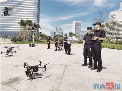 民警利用无人机开展高空巡逻。