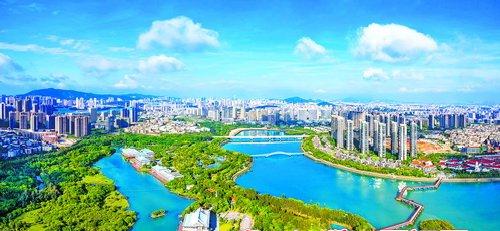 湖里区将更高水平建设高素质高颜值现代化国际化中心城区,为谱写全面建设社会主义现代化国家福建篇章贡献湖里力量。图为美丽的五缘湾。(厦门日报记者 黄嵘 摄)