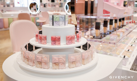 """纪梵希美妆""""甜品工坊""""厦门限时营业 至美高定诠释法式浪漫甜蜜"""