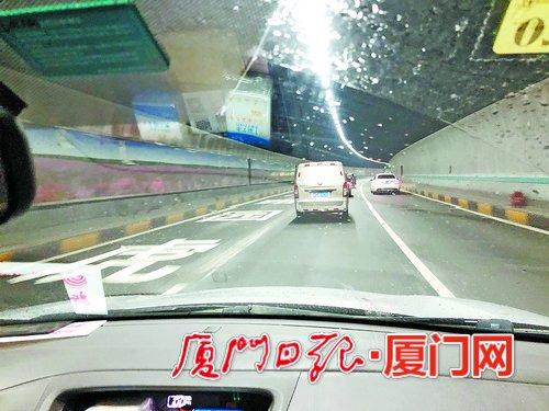 成功大道虎园路出口处新增文字标识。