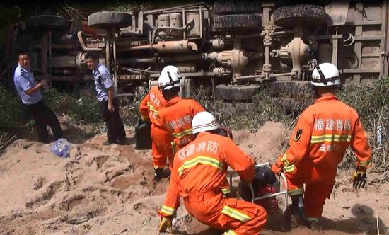 三明尤溪:景区路段两车相撞 消防成功救援