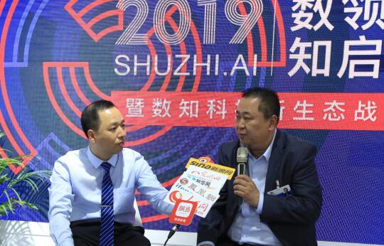 数知科技董事长张志勇(右),数知科技环境大数据事业部总经理傅宁(左)